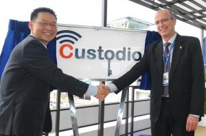 Joseph Weiss, IAI's president & CEO and Mr. Yeoh Keat Chuan, EDB's Managing Director, at the Cyber Early Warning R&D Center unveiling ceremony.