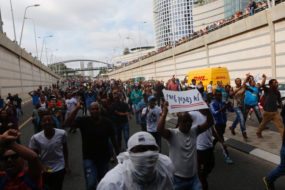 Demonstrators blocking the Ayalon freeway, Tel Aviv, May 3rd 2015
