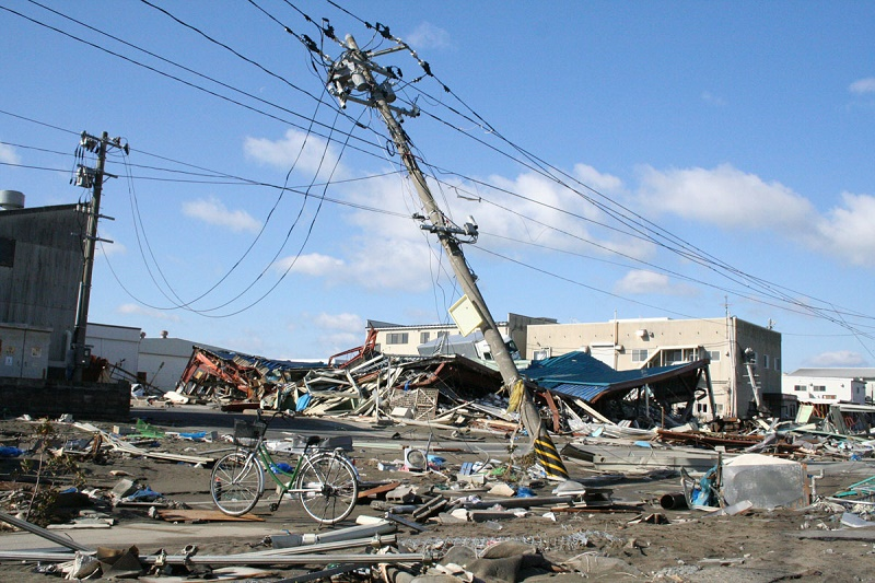 Fallen_power_poles_in_Ishinomaki